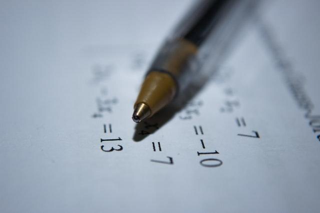 Nem virksomhedsøkonomi eksamen med automatisk nøgletalsanalyse